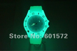 100pc/lot hot sale quartz neon light glows watch,light glows in dark,silicone band/case,9colors choice,price down freeshipping(China (Mainland))