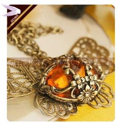 Min.order is $12(mix order)Fashion Charming Amber Hollow Butterfly Necklace Ladies Girls Pendant Necklace AN02050(China (Mainland))