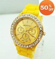 Holiday sale  Wholesale fashion quartz watch women ladies students wrist crystal watch agv007