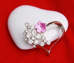"NEW Bridal Bridesmaid Rhinestone Heart Ladies' Costume pink pearl Brooch Pins ""$10 off per $100 order""(China (Mainland))"