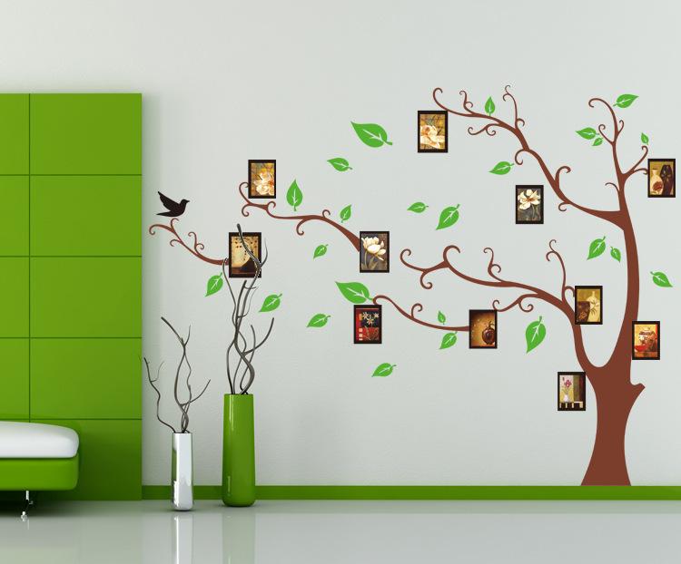 Родословное дерево на стене