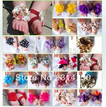 Пинетки для девочки на тонких перемычках с цветком из хлопкового материала.