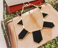 Big Star style Hilton Love black geometric irregular short costume necklace