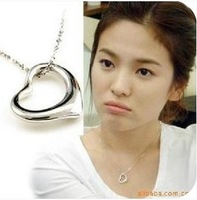 Free Shipping!Glossy Heart-shaped Peach Heart Necklace Fashion
