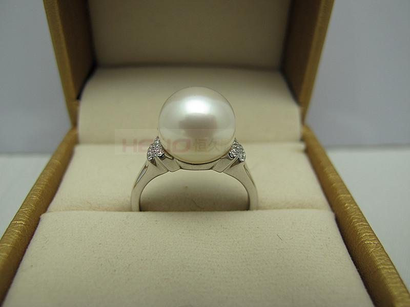 the ring of natural freshwater pearl and 925 sterling silver inlaidis made of the town of shan xia hu of China(China (Mainland))