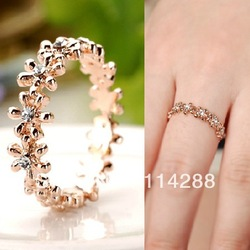 TS 2013 Vintage Rhinestone 18KGDP Flower Female Ring Free Shipping(min order $10)(China (Mainland))