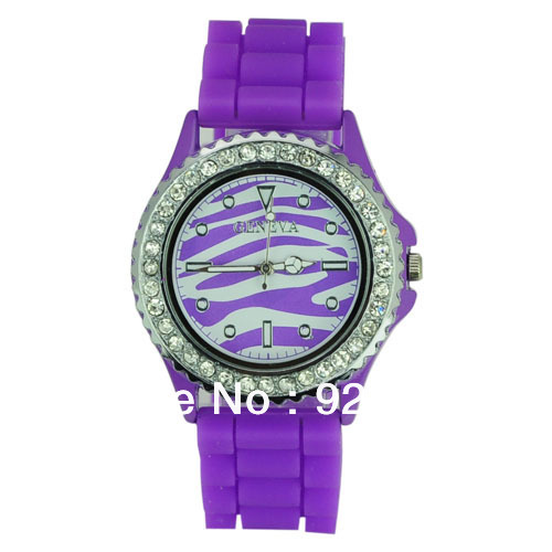 Free Shipping Geneva Shiny Silicone Watchband Striped Pattern Quartz Movement Wrist Watch with Rhinestone Set Dial Watches(China (Mainland))