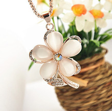 Min.order is $ 10 (mix order) Free Shipping fashion Jewelry Five rose Flower crystal rhinestones opal Pendnat Retro Necklace NEW(China (Mainland))