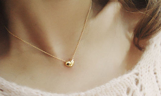Stylish and elegant short paragraph the sweet peach heart of love golden necklace collarbone chain sweater chain Free shipping(China (Mainland))