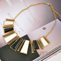 Free shipping black and white resin Old Gold 2013 new fashion necklace (minimum order)