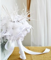 EMS Free shipping Handmade White Feather Bridal Bouquets Holding Flower for Wedding Artificial Ribbon Bouquet Wedding Decor