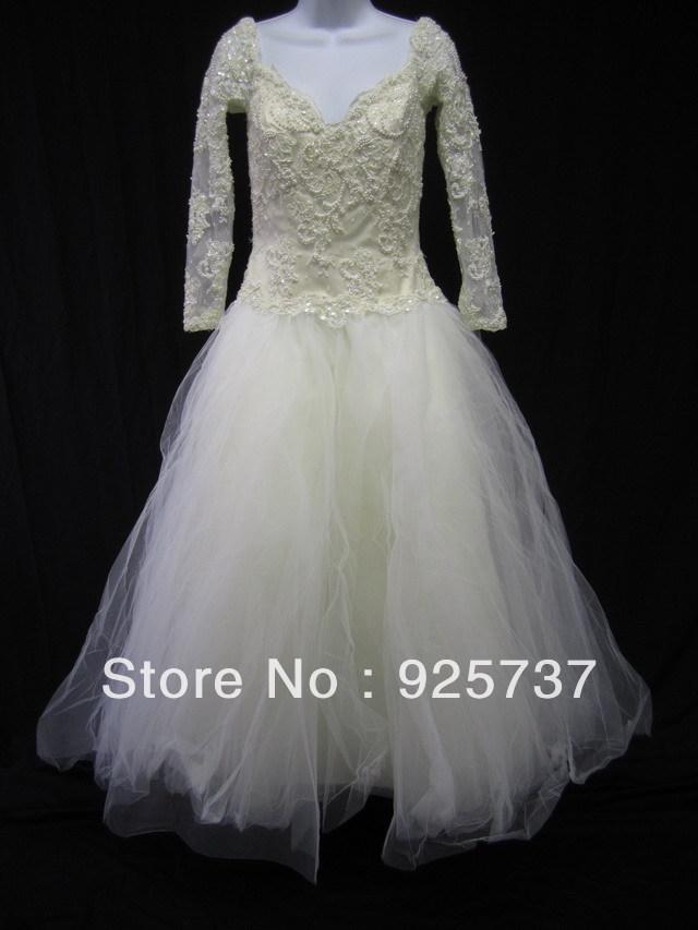 Free Shipping!2013 New arrival sweetheart long sleeves Ivory white lace beading floor length designer wedding dress sample photo(China (Mainland))