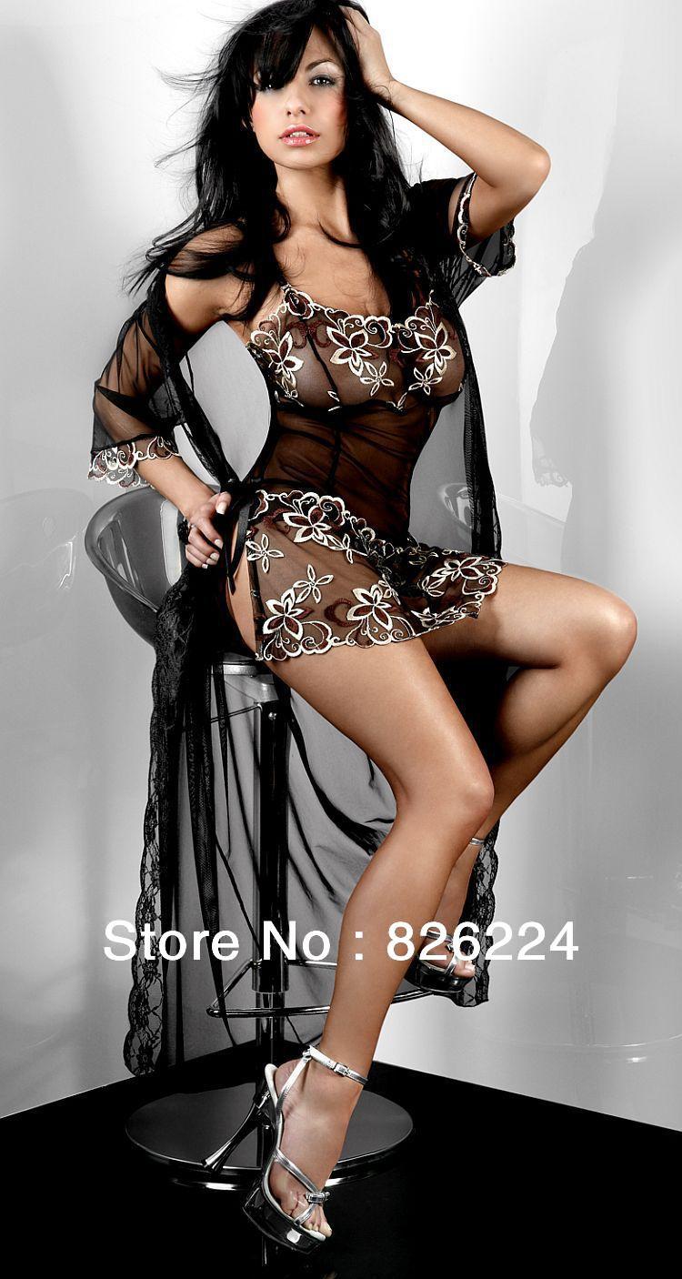 Эротические фото красивых женщин в одежде 21 фотография