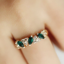 free shipping green crystal Sweet feeling of restoring ancient ways Emerald female sparking statement ring