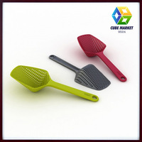 Free Shipping scoop colander Drain Vegies Scoop Triangle Basket  vegetable water strainer  cooking utensil CM-KW0041