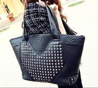 Free shipping winter new European and American big handbag, retro fashion rivet crocodile pattern shoulder bag, joker women bag