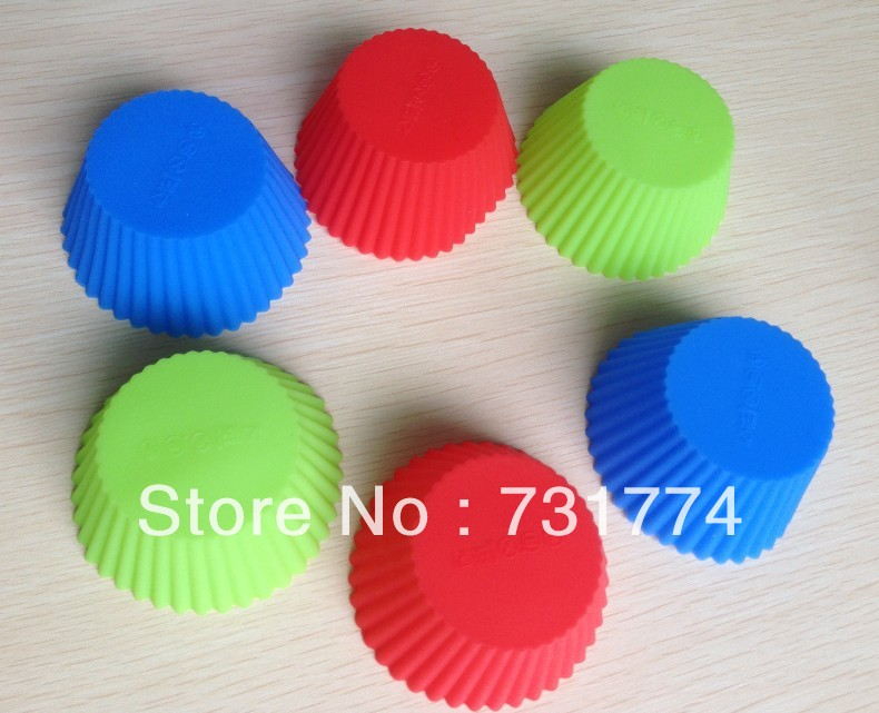 Free shipping 12PCS Silicone Muffin Cases Cake Cupcake Liner Baking Mold Round shape B070(China (Mainland))