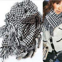 The new couple in the spring and autumn fashion scarf, tassel triangle towel, warm sun plaid shawl and scarf