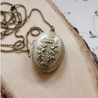 Yearning Fashion Bronze Retro Style Oval Flower Pattern Pendant Necklace Can Be Opened Put Photos