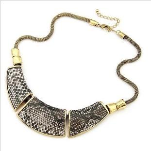 Xl053 Free shipping (Min order $9 mix) wholesale Jewelry Fashion Geometry montage Snake Skin Vintage Necklace chunky(China (Mainland))