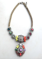 The new high-end European and American big rainbow flower crystal long necklace wholesale exaggerated