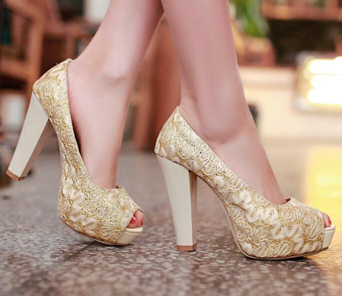 Semen en los dedos del pie sexy