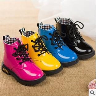 2014 nuovo arrivo bambini di moda gli stivali scarpe di vernice pizzo- fino martin stivali tre colori per i ragazzi e le ragazze scarpe per bambini