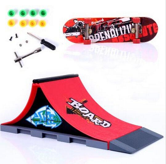 Spedizione gratuita nuovo arrivo 2014 moda dito skateboard skatepark abito adulto bambino chirdren giocattoli novità& gag giocattolo ingrosso