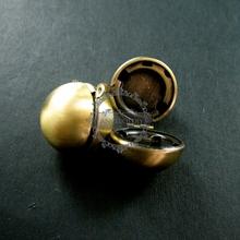 20mm round ball brass bronze vintage ball locket,ball photo locket,wholesale 1111034(China (Mainland))