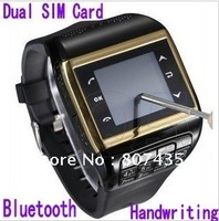 2013 new Watch Phone Q8 Paar Armbanduhr Mobiltelefon / MP3 / 4 Bluetooth / Radio, Dual SIM Card  Handwriting numerische Tastatur
