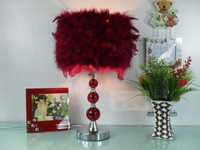Red feathers table lamp