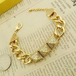 Fashion jewelry gold color full rhinestone rivet charm bracelet B601(China (Mainland))