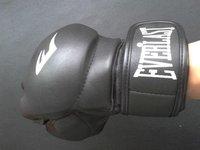 Free shipping 1pair Half finger black fighting gloves boxing gloves  playing sandbag muay Thai training mma