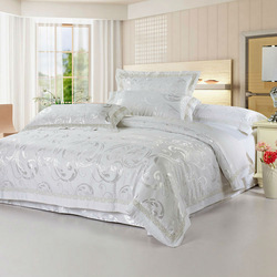 Luxury white Full/Queen size of Soft silk floss by jacquard and embroidery craft bed sheets duvet cover bedding sets CM0211018(China (Mainland))