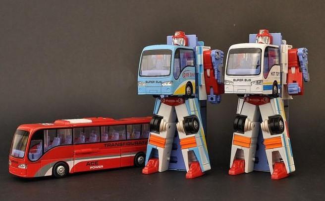 Child metal deformation car alloy deformation car deformation of the bus toy car model child deformation toys(China (Mainland))