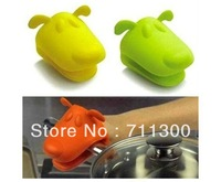 Free Shipping,Retail 1pcs,Cartoon Design Pliable Silicone Pot Holder Silicone Glove Oven Mitt