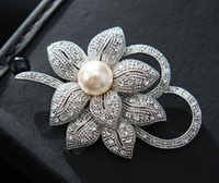 Vintage Style Silver Plated Clear Rhinestone Crystal Diamante and Pearl Center Bow Brooch for Wedding