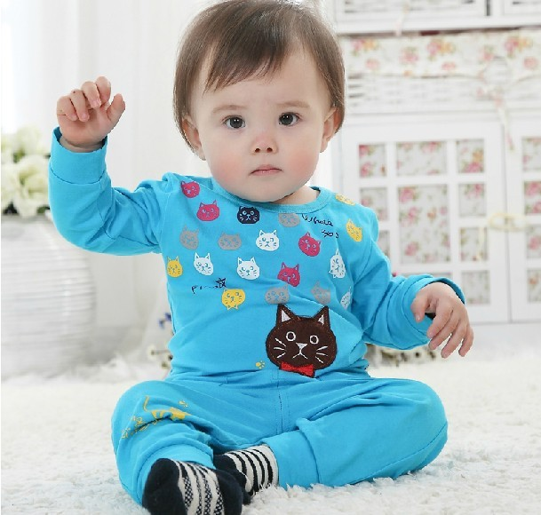 Brand new arrival product 2013 girls hello kitty costume include kids pants+shirts 2pcs.girls kitty set cute 4 color to choose(China (Mainland))