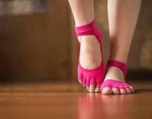 2014 New Fashion Women Sport Toe Socks Five Fingers Cotton Socks Women Yoga Socks Free shipping(China (Mainland))