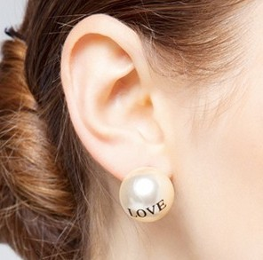 Min order is $10(mix order) fashion costume jewelry women gift   created pearl letter stud earring KISS LOVE 0 E644