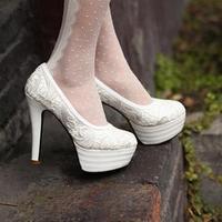 The new pink white wedding shoes 2014 women heels white wedding shoes dress with red embroidery white wedge heel wedding shoe