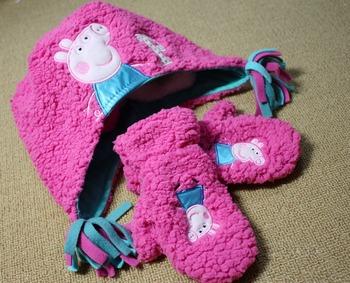 Free shipping ,children peppa pig Gloves Hat Set
