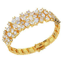 Latest Jewelry Lady Classic Flower Shape bracelets White Color Zirconia Stone Top Quality Propose Marriage Gift