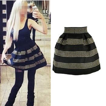 Ультрамодная, короткая юбка из полиэстера чёрного цвета, украшенная множеством золотистых ...
