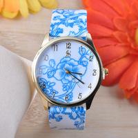 2014 New Fashion ladies quartz wristwatch for women dress casual watches leather bracelet flower design watch jewelly W1629