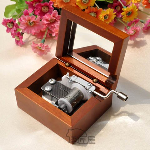 Wholesale 30pc/lot 18 notes pear wood silvered Sankyo movement handy cranked wooden music box birthday gifts EMS free shipping(China (Mainland))
