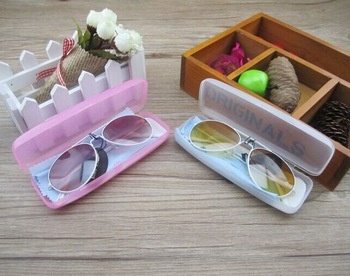 http://i00.i.aliimg.com/wsphoto/v4/949800746_1/HOT-in-2013-fashion-baby-kids-Children-sunglasses-glasses-with-case-ANTI-UV-400-Free-shipping.jpg_350x350.jpg
