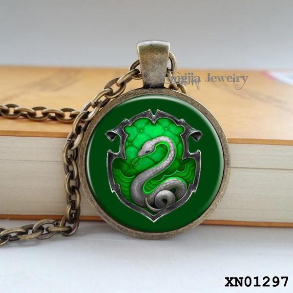 Hogwarts Slytherin Crest Pendant Harry Potter Necklace Harry Potter Jewelry glass cabochon gift(China (Mainland))