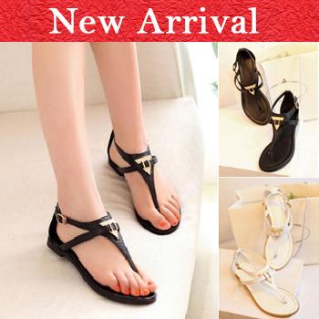 819 Presales 2014 Jahrgang sommer sandalen dreieck metall pailletten dekoration Flip- Flop schnalle schuhe schwarz und weiß
