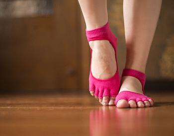 2014 новинка женщины спортивные носки ног пять пальцев хлопок носки женщины йога носки бесплатная доставка